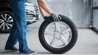 Купить купон! Шиномонтаж и балансировка четырех колес от R15 до R22, а также комплексная химчистка салона и защитное покрытие!