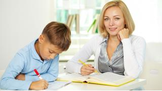 Онлайн курсы на выбор: «Cамостоятельный и успешный ребенок», «Домашнее Монтессори», «Как делать уроки без конфликтов» и другие!