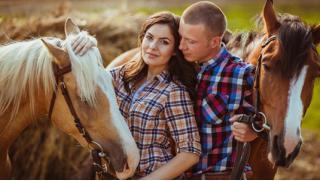 Купон на конную прогулку для одного или двоих в «Центре соколиной охоты Константина Соколова»! Скидка 61%!