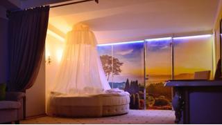Отдых за городом! Отдых для двоих в будни в спа-отеле «Ингербургский» в Гатчине со скидкой 50%!