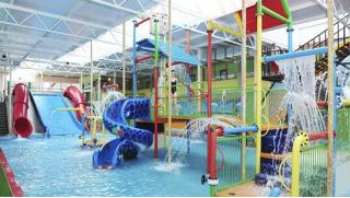 Давайте отдыхать и развлекаться! Целый день в аквапарке Аква-Юна серфинг, горки, водопады, гейзеры, бильярд, сауна! Скидка 58%!