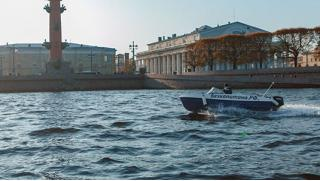 Аренда катера без капитана для прогулки в Петербурге по рекам и каналам от компании «На гидрике»! Скидка до 40%!