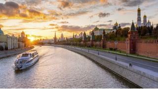 Купоны на теплоход по Москве! Круиз «Вечерняя Москва» с ужином, живой музыкой, видом на Кремль и Парящий мост