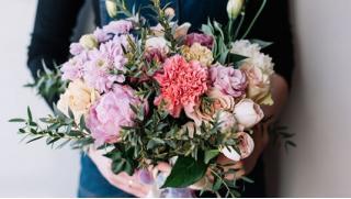 Цветы это всегда праздник! Букеты из роз, тюльпанов и гвоздик, а также цветочные композиции от компании TedFlowers! Скидка 50%!