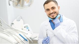 УЗ-чистка зубов с AirFlow, лечение поверхностного и среднего кариеса, эстетическая реставрация зубов в центре «Лидер»!