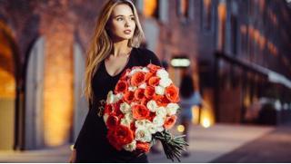 Бесплатный купон дает право получения до 90% скидки на букеты цветов и воздушные шары от компании «Цветочная династия»